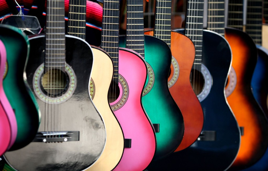 Gitar warna warni